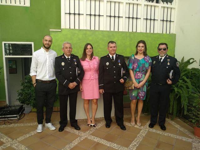 Concejales del Psoe de Puerto Lumbreras asistieron a la misa que conmemora el día de los patronos de la Policía Local y al homenaje a tres de sus agentes por su jubilación - 1, Foto 1