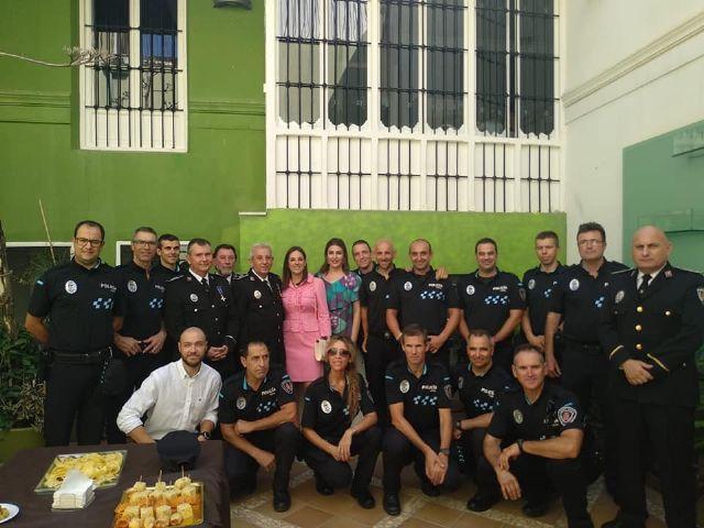 Concejales del Psoe de Puerto Lumbreras asistieron a la misa que conmemora el día de los patronos de la Policía Local y al homenaje a tres de sus agentes por su jubilación - 2, Foto 2