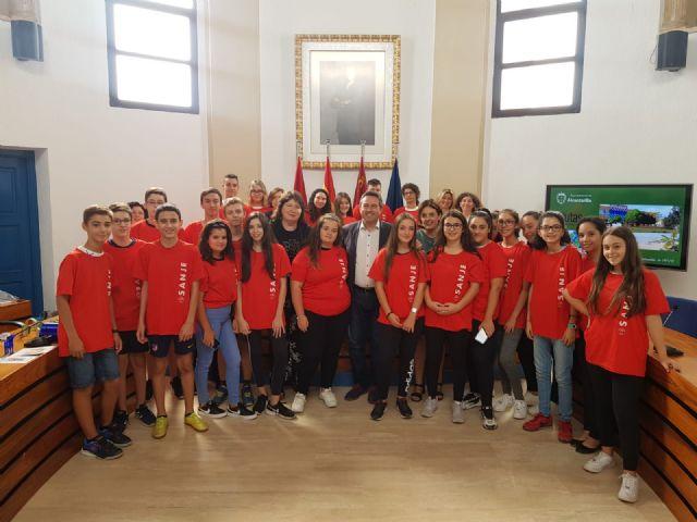 Estudiantes del IES Sanje son finalistas en un premio nacional de ciencia, y otros alumnos están becados por el Ministerio para una ruta científica, artística y literaria - 1, Foto 1
