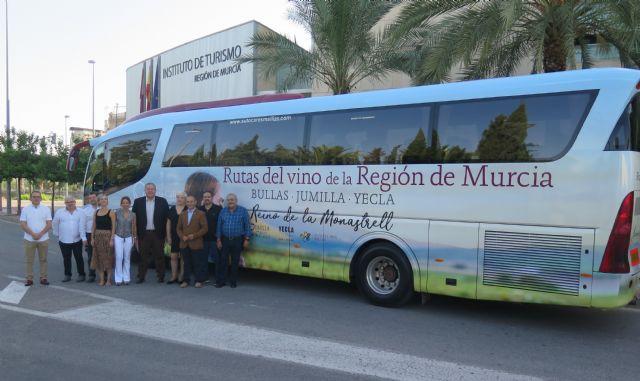 Turismo presenta los nuevos recorridos del ´Bus del Vino´ por las rutas de Bullas, Jumilla y Yecla - 1, Foto 1