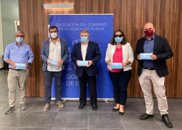 La Delegación del Gobierno reparte cerca de 480.000 mascarillas entre los municipios y entidades sociales de la Región de Murcia - 1, Foto 1