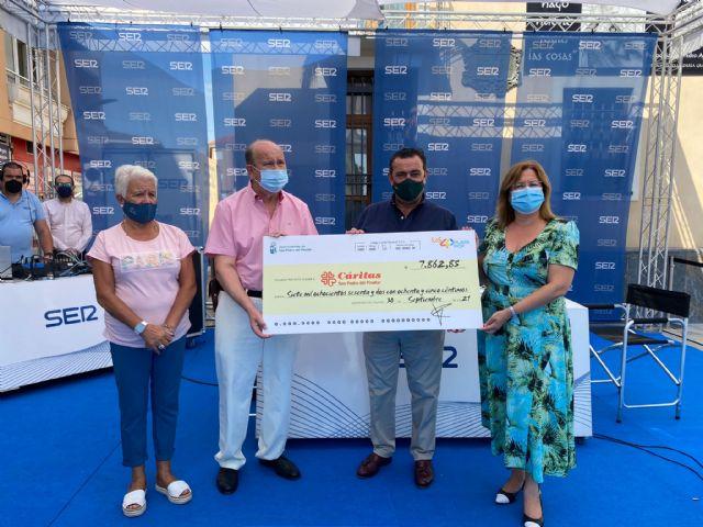 El Ayuntamiento y Cadena SER donan más de 7.800 euros a Cáritas Parroquial - 1, Foto 1