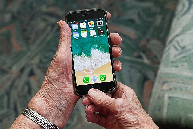 Desmontando 7 mitos sobre la vida digital de la gente mayor - 1, Foto 1