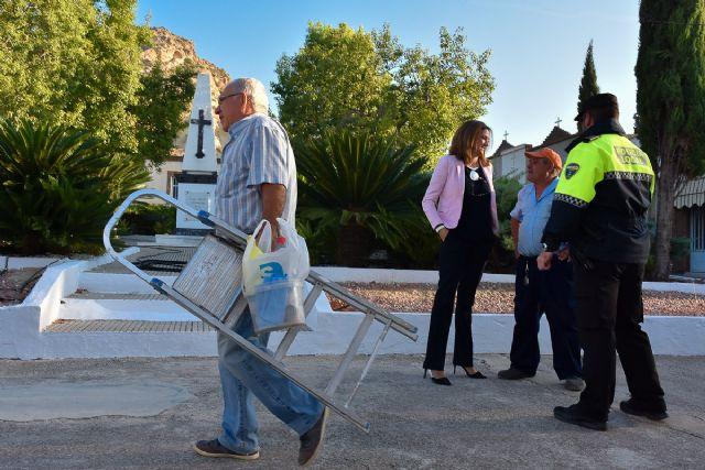 La Alcaldesa y técnicos municipales visitan las obras de mejora del camposanto archenero - 2, Foto 2