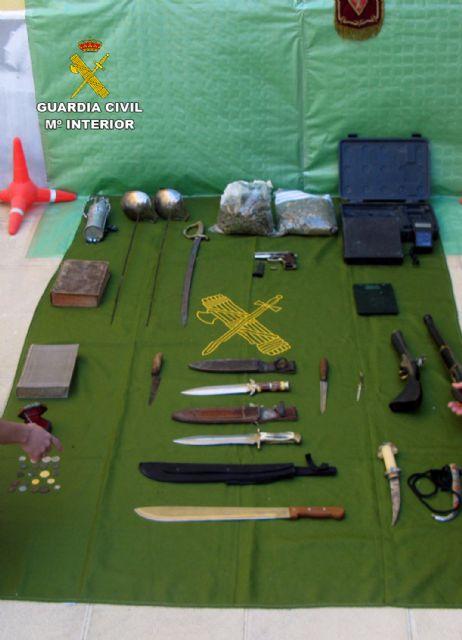 La Guardia Civil desmantela un punto de venta de droga e intervine armas y objetos antiguos robados - 2, Foto 2