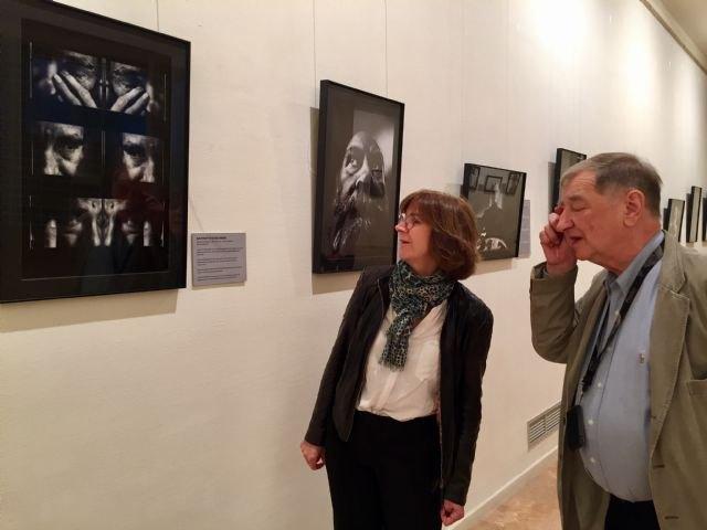 La sala de exposiciones del Auditorio regional muestra una colección de retratos de intelectuales polacos del siglo XX - 1, Foto 1