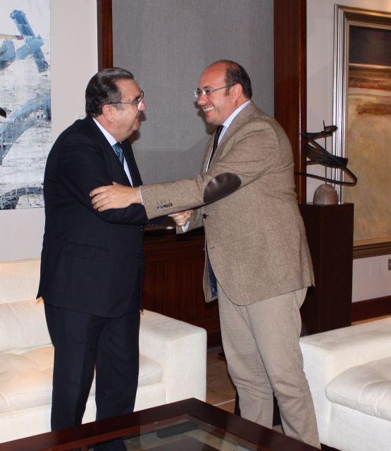 El jefe del Ejecutivo regional se reúne en el Palacio de San Esteban con el presidente de la Agrupación Sardinera de Murcia, Gregorio González - 1, Foto 1