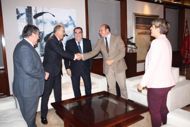 El jefe del Ejecutivo regional se reúne en el Palacio de San Esteban con el presidente de la Agrupación Sardinera de Murcia, Gregorio González - 2, Foto 2