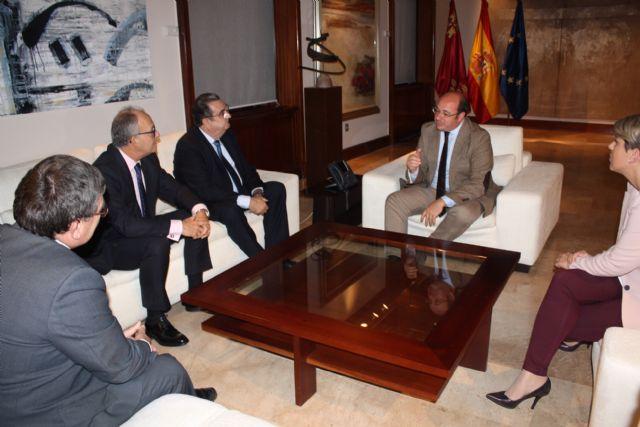 El jefe del Ejecutivo regional se reúne en el Palacio de San Esteban con el presidente de la Agrupación Sardinera de Murcia, Gregorio González - 3, Foto 3
