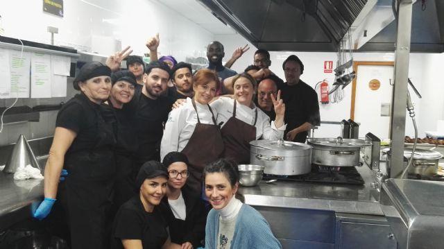 Doce desempleados se forman como ayudantes de cocina en Columbares - 2, Foto 2