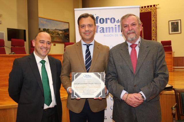El Ayuntamiento de Yecla recibe la distinción de la Asociación Foro de la Familia - 1, Foto 1