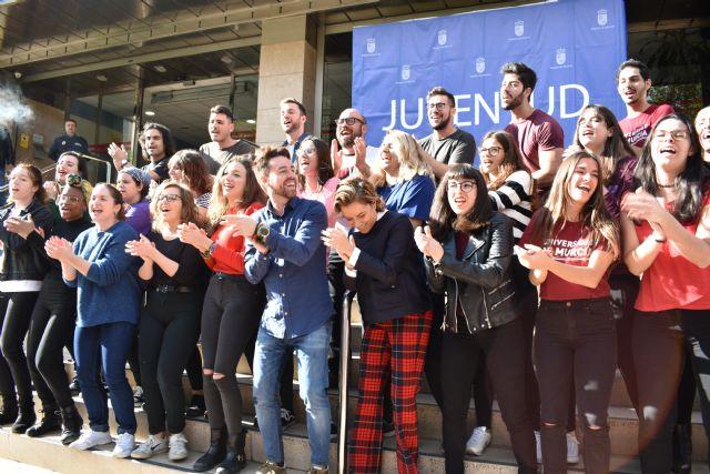 La consejera de Educación felicita a los integrantes de la Coral de la Universidad de Murcia - 2, Foto 2