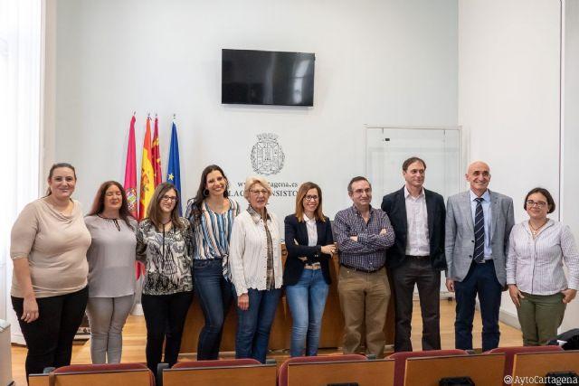 El Ayuntamiento otorga una subvención de 7.000 euros a la nueva directiva de la FAPA - 1, Foto 1