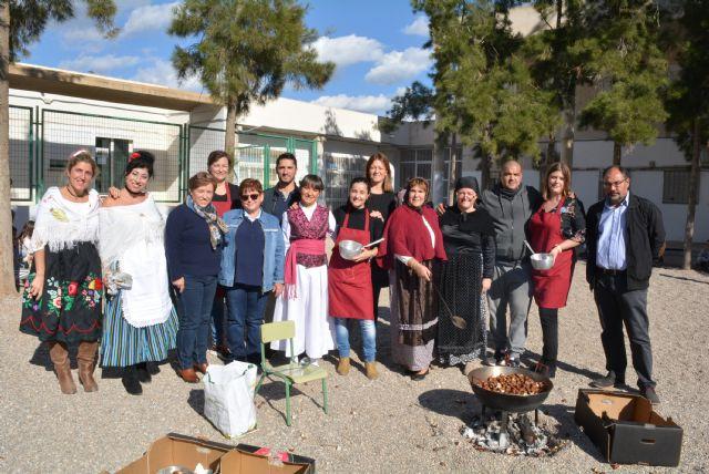 El colegio Las Lomas celebra su tradicional Castañada, este año ambientada en la cultura murciana - 2, Foto 2