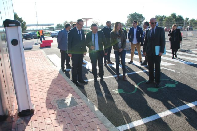 Diego Conesa asiste a la apertura al tráfico de la Fase I de las Instalaciones del Área de Servicio de Alhama de Murcia en la A-7, Foto 3