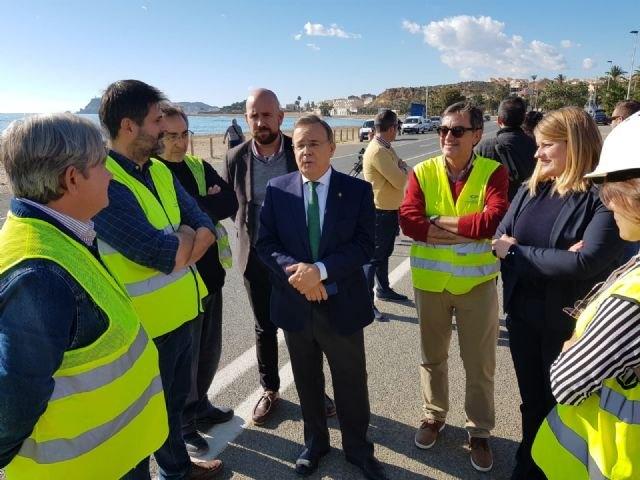 Iniciadas las obras para modificar la carretera del Alamillo en Mazarrón y poder dotar de más servicios a la playa, Foto 1