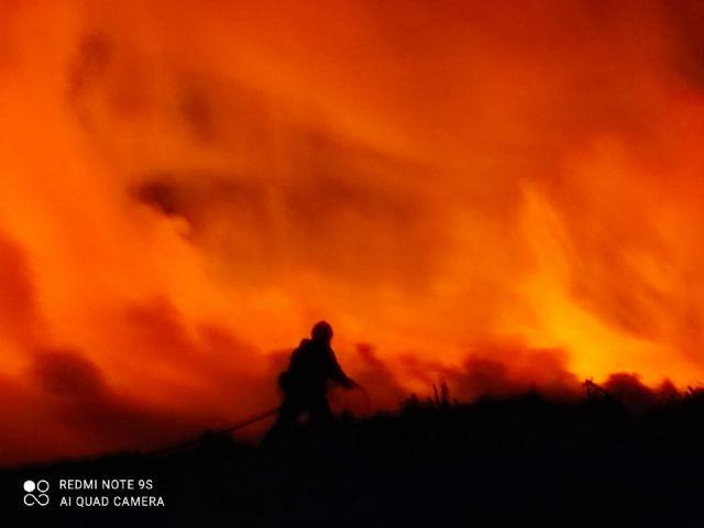 El incendio que se produjo la pasada noche junto al Centro de Residuos ha quedado controlado esta mañana - 2, Foto 2