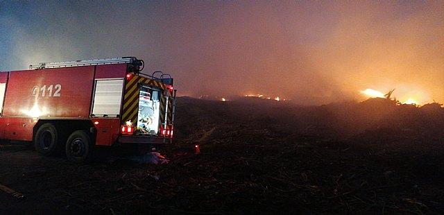 Incendio de restos vegetales en una planta de reciclado - 2, Foto 2