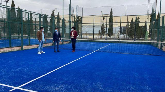 Puerto Lumbreras renueva la superficie de tres pistas de pádel en el polideportivo municipal - 2, Foto 2
