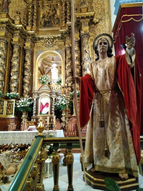 La Hdad. de San Juan Evangelista celebró el pasado miércoles una Eucaristía coincidiendo con el día de su onomástica en la Parroquia de Santiago el Mayor, Foto 1