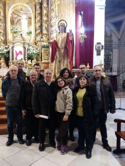 La Hdad. de San Juan Evangelista celebró el pasado miércoles una Eucaristía coincidiendo con el día de su onomástica en la Parroquia de Santiago el Mayor, Foto 2