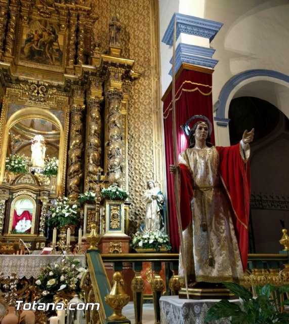 La Hdad. de San Juan Evangelista celebró el pasado miércoles una Eucaristía coincidiendo con el día de su onomástica en la Parroquia de Santiago el Mayor, Foto 5