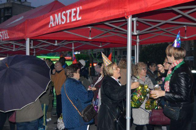 La Nochevieja se adelantó en Las Torres de Cotillas con una gran fiesta en la calle - 1, Foto 1