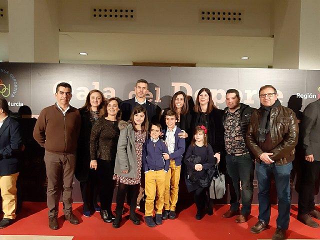 Jaime Cánovas Crespo, alumno del CEIP Santiago de Totana, recibe el primer premio por su trabajo en la gala del Deporte Murciano 2019, Foto 3