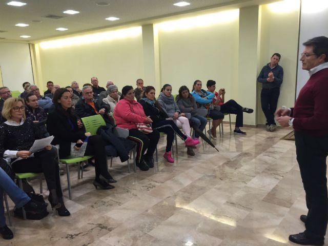 El Ayuntamiento y la Comunidad Autónoma se reúnen con los vecinos de 24 calles del Barrio de San Cristóbal - 1, Foto 1