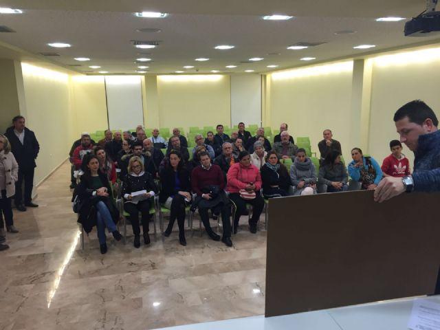 El Ayuntamiento y la Comunidad Autónoma se reúnen con los vecinos de 24 calles del Barrio de San Cristóbal - 2, Foto 2