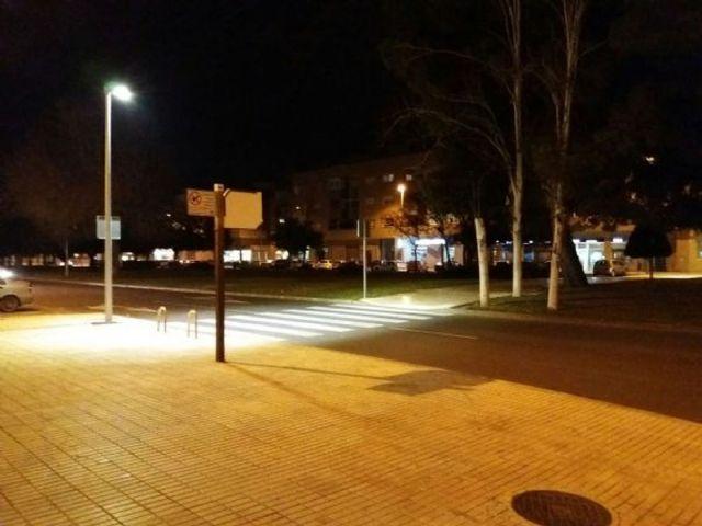 Infraestructuras ilumina los pasos de peatones de la avenida Venecia del Poligono de Santa Ana - 1, Foto 1