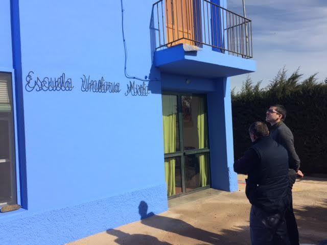 Realizan trabajos de repintado de la fachada del Colegio de Lébor y otras actuaciones similares en otros centros educativos del municipio - 1, Foto 1