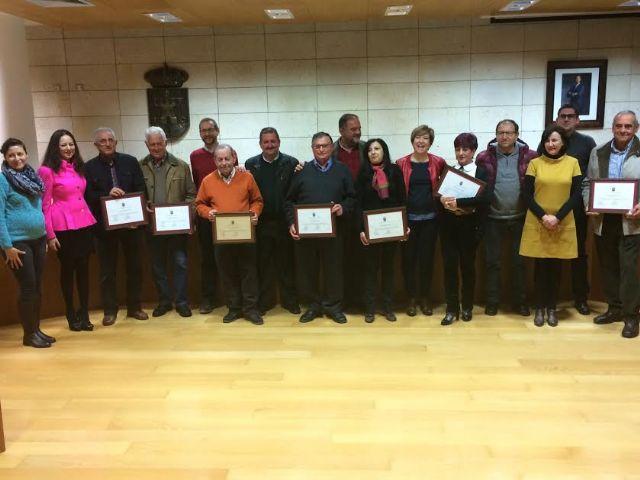 El Ayuntamiento de Totana agradece a los siete funcionarios jubilados esta legislatura su gran vocación de servicio público y su compromiso constante con los ciudadanos en el transcurso de reconocimiento institucional