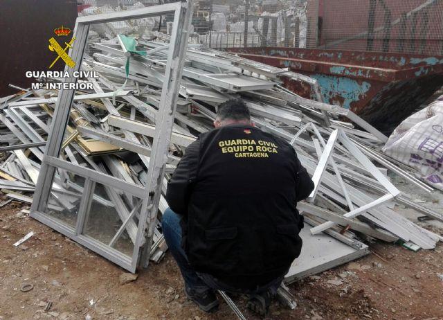 La Guardia Civil desmantela un grupo delictivo dedicado a la sustracción de material metálico - 2, Foto 2