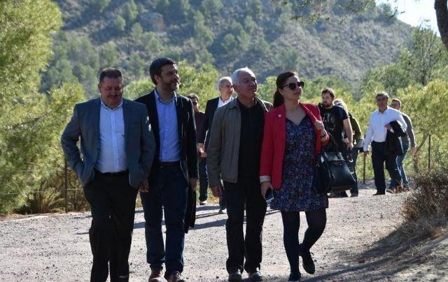 El alcalde invita al presidente de la Comunidad Autónoma a visitar el yacimiento de La Bastida