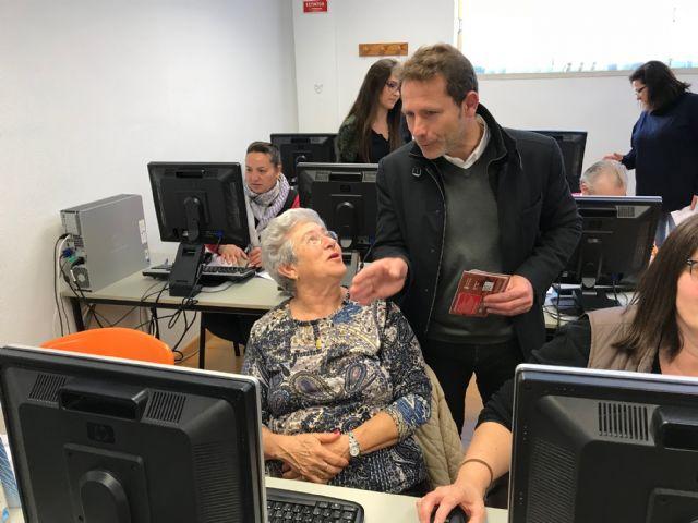 Clausura del Taller de formación sobre Informática Básica, actividad enmarcada en el proyecto Dinamización Local Torre-Pacheco - 2, Foto 2
