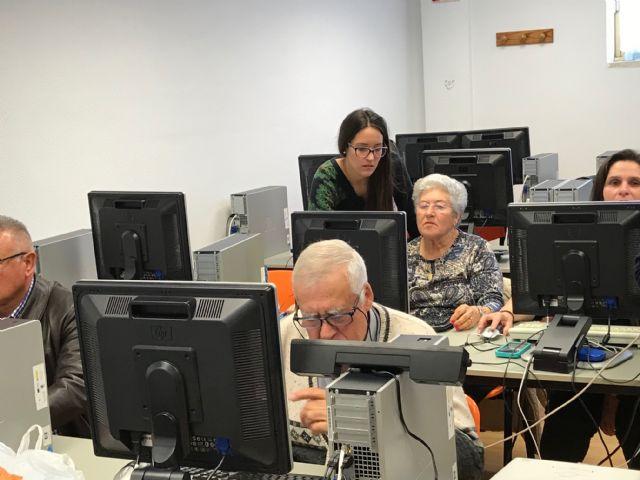 Clausura del Taller de formación sobre Informática Básica, actividad enmarcada en el proyecto Dinamización Local Torre-Pacheco - 3, Foto 3