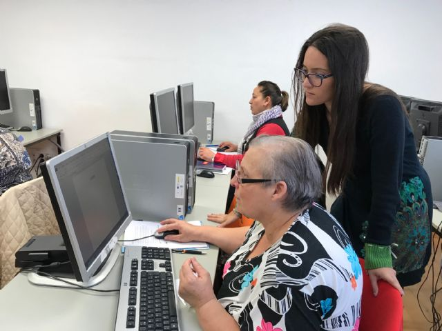 Clausura del Taller de formación sobre Informática Básica, actividad enmarcada en el proyecto Dinamización Local Torre-Pacheco - 4, Foto 4