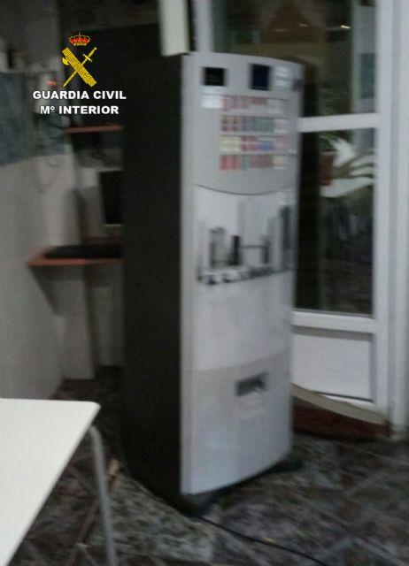 La Guardia Civil sorprende a cuatro personas mientras robaban en un bar de Torre Pacheco - 3, Foto 3