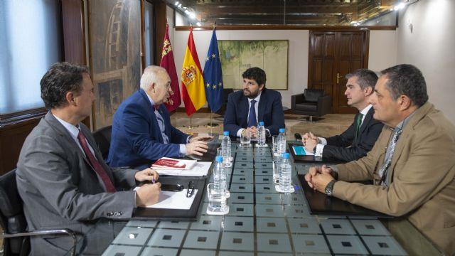 Fernando López Miras se reúne con el presidente del Colegio Oficial de Veterinarios de la Región - 1, Foto 1