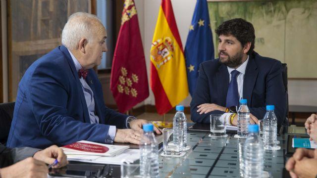 Fernando López Miras se reúne con el presidente del Colegio Oficial de Veterinarios de la Región - 2, Foto 2