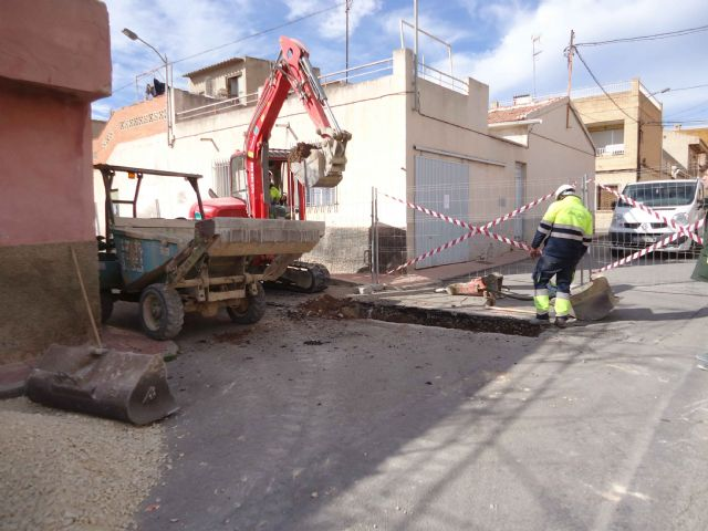 Within a period of two weeks, the renovation works of the network and sewerage connections will be completed on Extremadura Street and Callejón de la vía Valle del Guadalentín