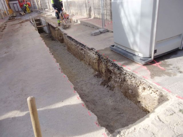 Within a period of two weeks, the renovation works of the network and sewerage connections will be completed on Extremadura Street and Callejón de la vía Valle del Guadalentín, Foto 2