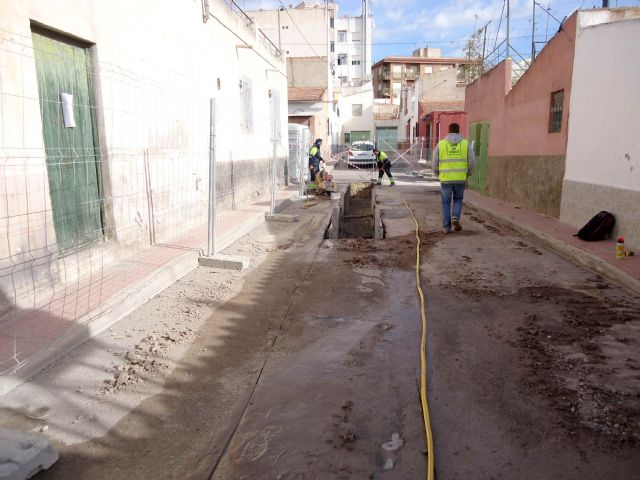 Within a period of two weeks, the renovation works of the network and sewerage connections will be completed on Extremadura Street and Callejón de la vía Valle del Guadalentín, Foto 3