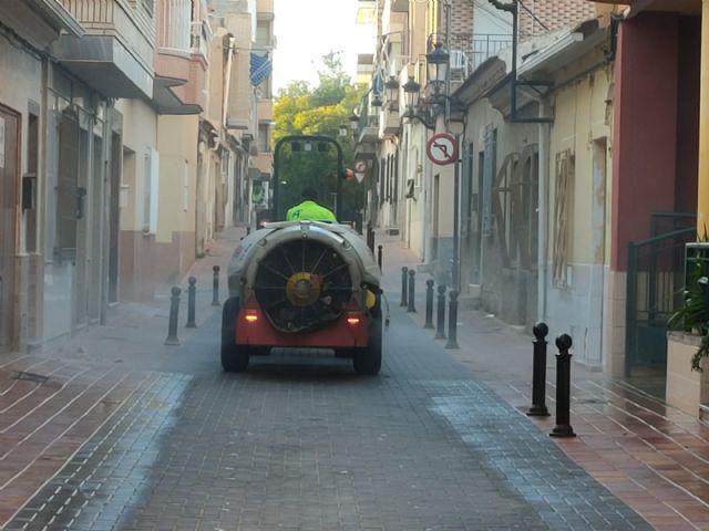 El Ayuntamiento incrementa la desinfección de las calles, barrios, centros educativos y sanitarios del municipio - 1, Foto 1