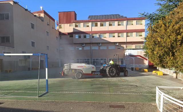 El Ayuntamiento incrementa la desinfección de las calles, barrios, centros educativos y sanitarios del municipio - 2, Foto 2