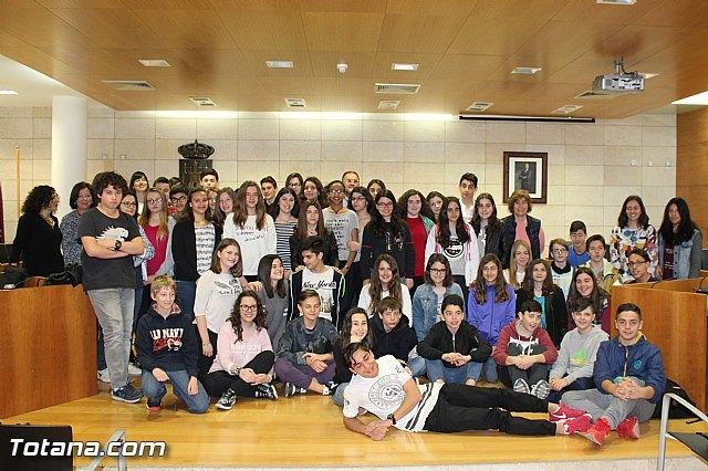 El alcalde recibe a los 53 participantes en el intercambio cultural y pedagógico - 1, Foto 1