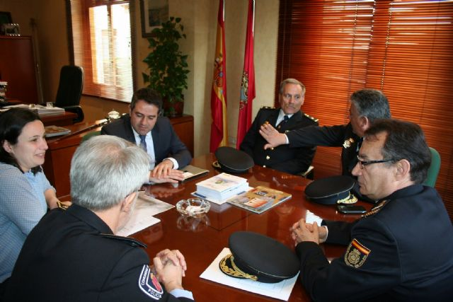El Alcalde se reúne con el Subdirector General de Logística de la Dirección General de Policía del Ministerio de Interior - 3, Foto 3