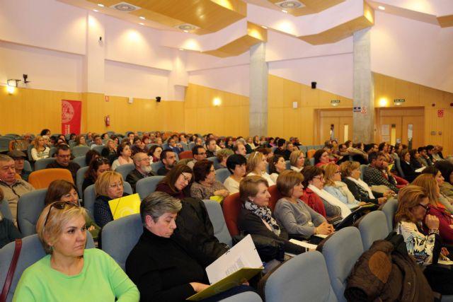 Más de 180 docentes participan en las II jornadas regionales de Educación de personas adultas 'Creando futuro' - 2, Foto 2