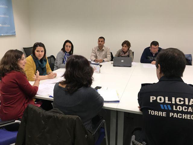 La Comisión Municipal de Absentismo y Abandono Escolar del Ayuntamiento de Torre-Pacheco se ha reunido esta mañana. - 1, Foto 1